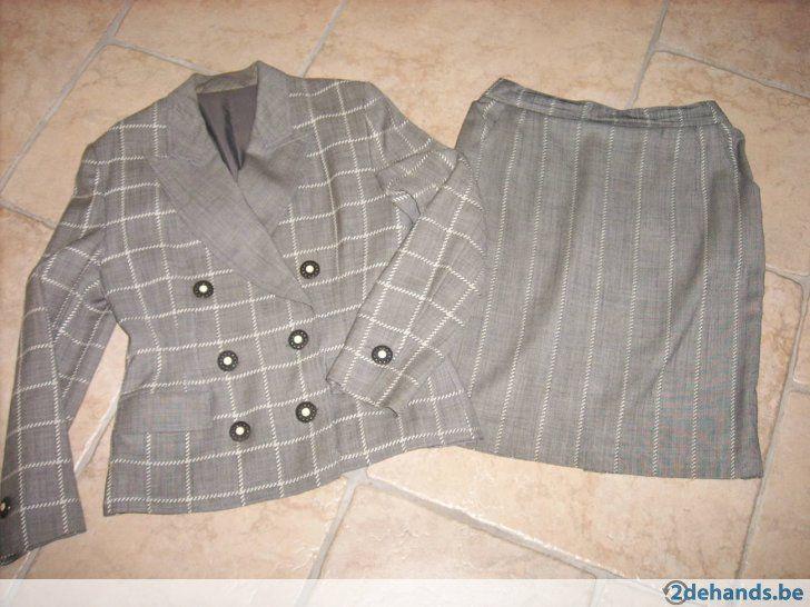Zeer gekleed mantelpakje grijs vuilwit - Te koop