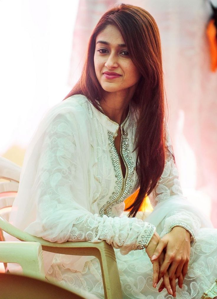 Ileana D'Cruz looked simple and sweet at a puja. #Style #Bollywood #Fashion #Beauty