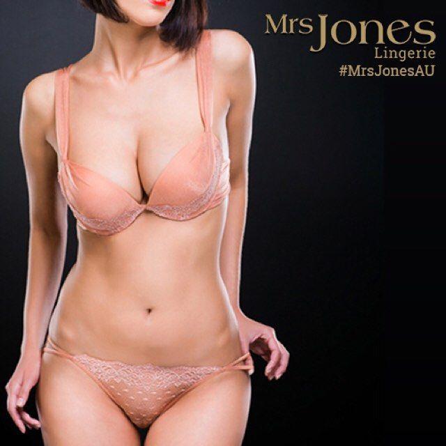 """I collect underwear from my travels."" #MirandaKerr #Lingerie #MrsJonesAU #AussieGirl"