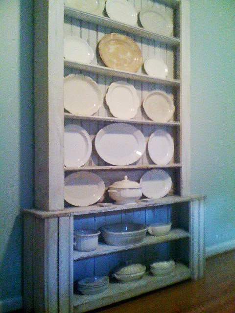 ironstone display ideasCottages Kitchens, Display Hutch, Booths Ideas, Entry Ideas, Classic Ironstone, Display Ideas, Dishes Repurposing, Blue Birds, Birds Dishes