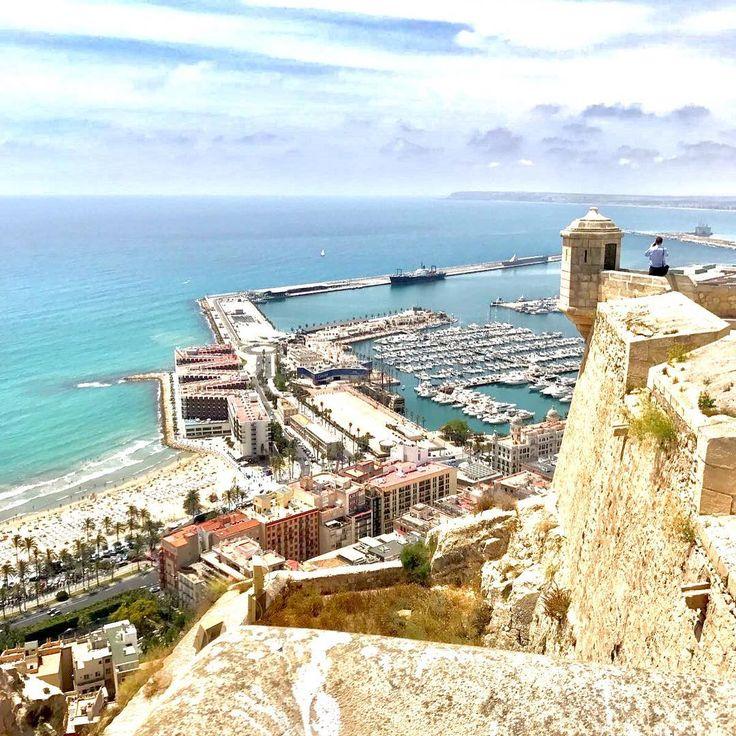 Instagrammer kelvin_bor verkende Alicante, Spanje met een huurauto. Deel ook je roadtrip plezier en plaats de hashtag #MetEenHuurautoZieJeMeer bij je foto's op social media.