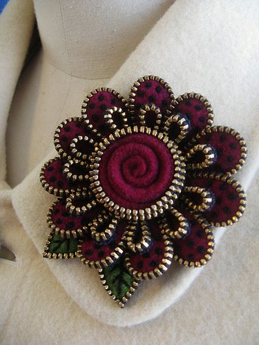 ** Zipper Felted Brooch Jewelry  @woollyfabulous
