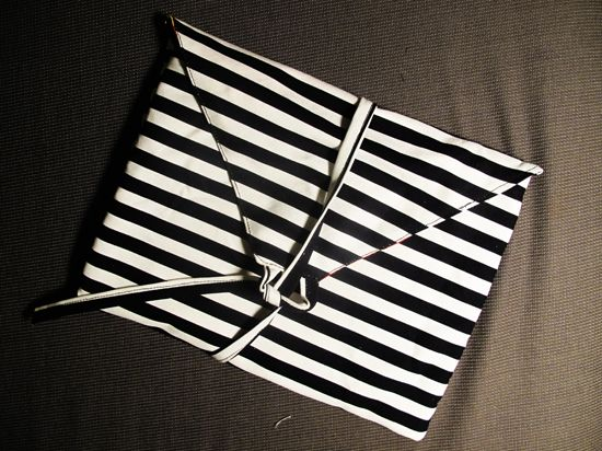 DIY iPad cover tutorial.  needs heavier fabric than shown here but I like the simplicity of it