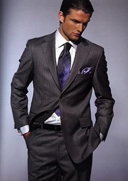 Какие рубашки подходят под серого цвета костюм