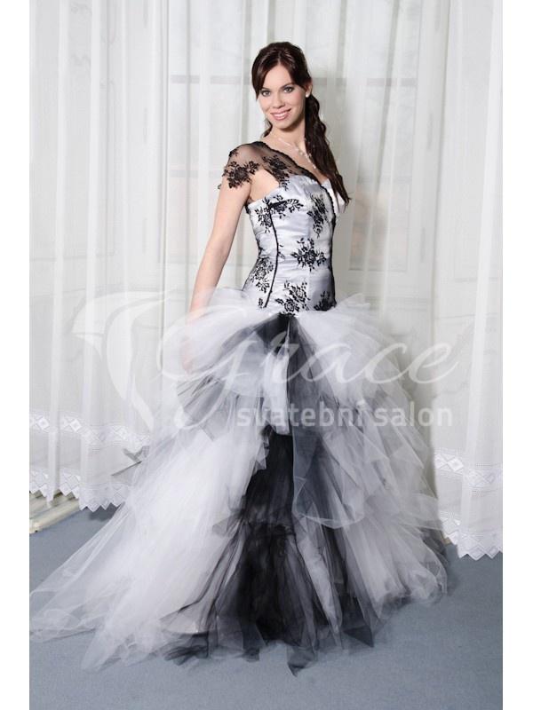 http://salon-grace.cz/svatebni-saty/94-luxusni-extravagantni-svatebni-saty.html  New wedding dress in our salon.