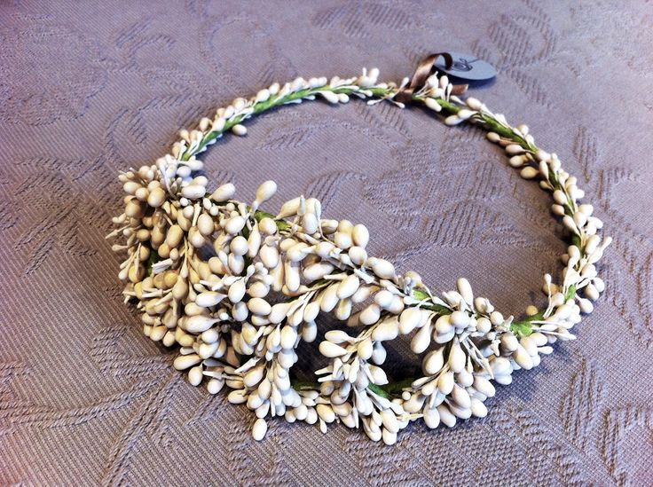 coronas de migajon para novias   Coronas elaboradas con flores de azahar de Tocados Le Touquet
