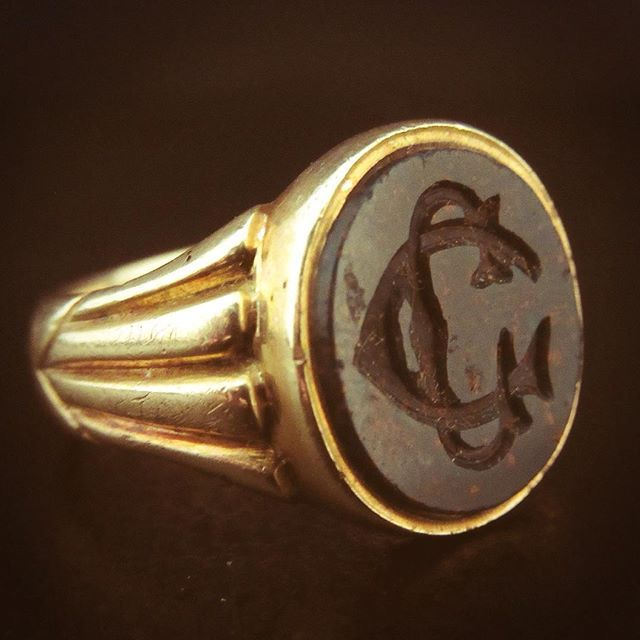 A Victorian bloodstone signet ring in 18ct Gold.