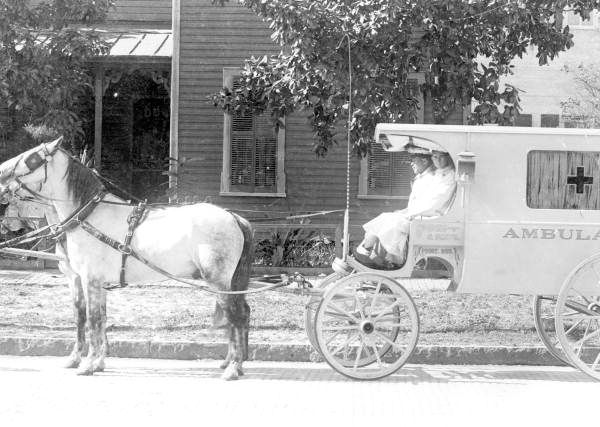 Horse-drawn ambulance in Tampa, Florida around 1912. (Florida Memory/History By Zim)