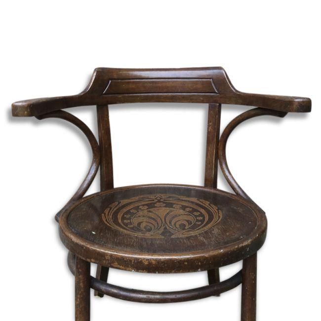 Fauteuil de bureau des années 1920.  Beau motif art déco sur la galette.  64 x 51 x 75 - hauteur assise : 40