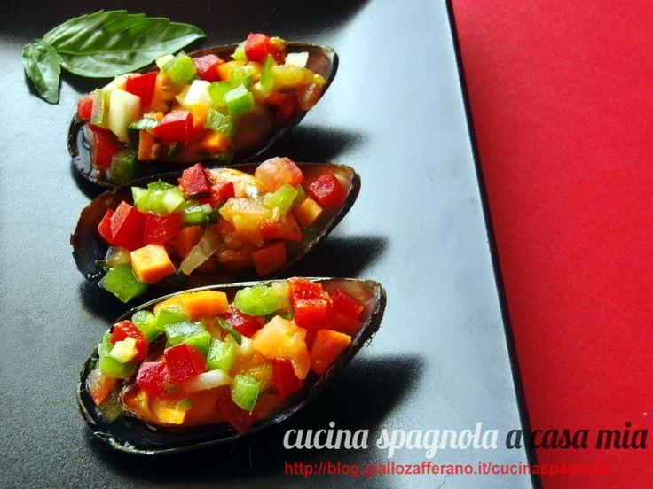 COZZE RIPIENE DI INSALATA DI VERDURE CRUDE | Cucina Spagnola: http://blog.giallozafferano.it/cucinaspagnola/cozze-ripiene-di-insalata-di-verdure-crude/