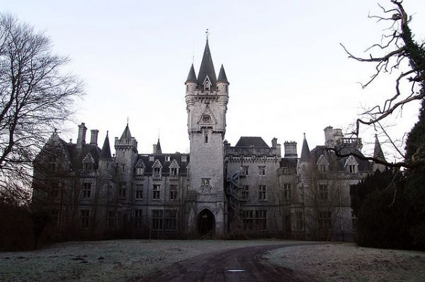 Château Miranda in Belgium, built in 1866 and empty since 1991 due to a property dispute with the government.