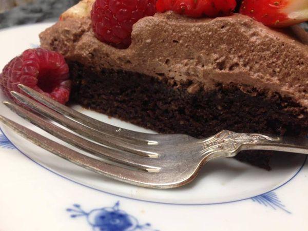 Lavkarbo, glutenfri, melkefri og sukkerfri sjokoladekake.