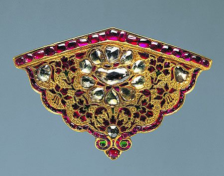 Locket from the scabbard of a katar dagger. 1615-1620. India, Mughal. Gold, diamonds, rubies, emeralds; engraving, chiselling, kundan technique