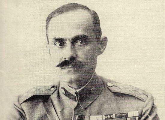 Νικόλαος Πλαστήρας (1883 – 1953): Στρατιωτικός και πολιτικός, με έντονη δράση σε κρίσιμες περιόδους της νεοελληνικής ιστορίας του πρώτου μισού του 20ου αιώνα, γνωστός με το προσωνύμιο «Μαύρος Καβαλάρης».
