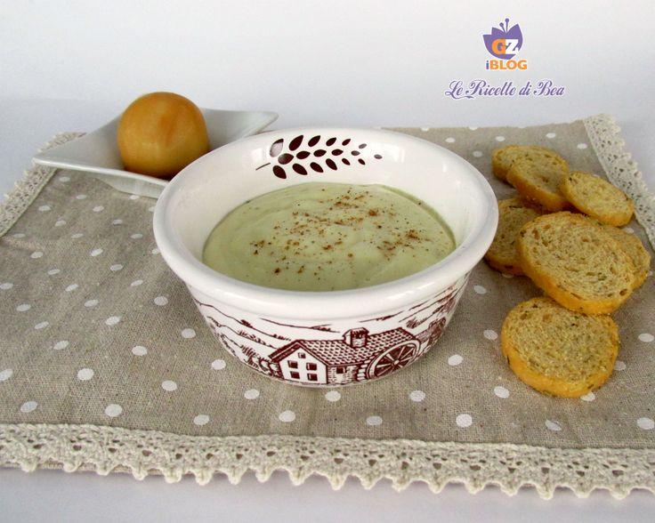Oggi vi presento la vellutata di patate e scamorza, un piatto buonissimo, ideale da gustare con questo freddo invernale, uno dei miei piatti preferiti