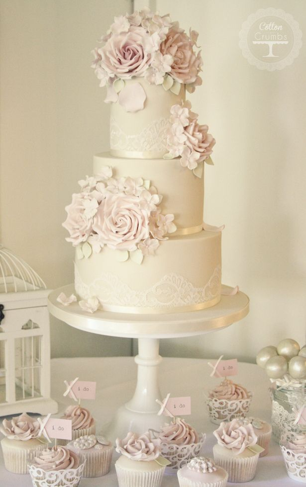 Sugar Flowers : Matching Cake and Cupcakes
