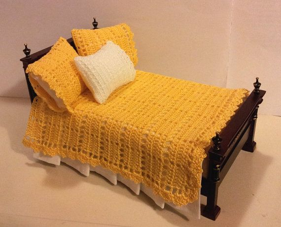 Crocheted yellow and white bedspread and pillowcases set