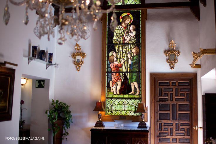 Het glasmuseum in Málaga is goed verborgen in het centrum van de stad. Alleen het mooie 18e eeuwse huis is al een bezoek waard. Voor de liefhebbers van glas is er voldoende te zien. Er is een collectie van ruim 3000! objecten. Een aantal kleurrijke glas in lood ramen maken de verzameling compleet.