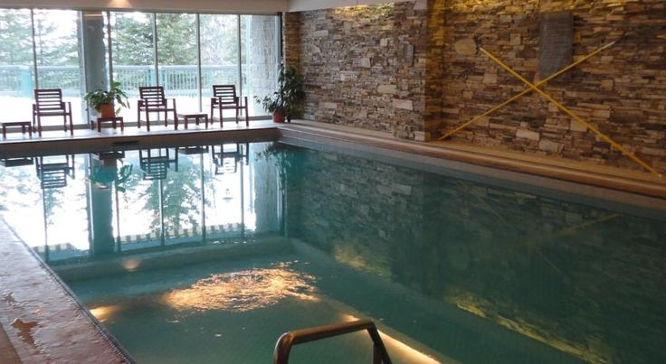 """Rimrock Resort Hotel Banff Offering an indoor pool and a hot tub, Rimrock Resort Hotel is located 6 minutes' drive from Banff centre and near the Upper Hot Springs. A restaurant is located on site. A 32"""" LCD flat-screen cable TV is featured in each room."""