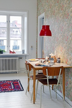 The two things that really ratchet up this Breakfast area are the great retro light fixture and the echo of red in the ethnic rug.......