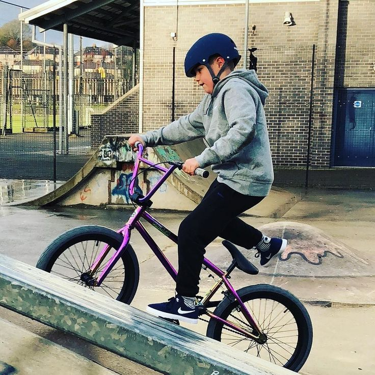 Christmas time is family time. Enjoying my day with my nephew on his new bmx @harrymain Watch our Harry my boy from Formby is following in your footsteps (hopefully without all the expletives!) an empty skatepark made his day     #harrymain #bmx #bmxlife #familytime #familytimes #skatepark #christmasgift #bike #christmasbike #family #goodtimes #bmxtricks #penrith #penrithskatepark #fun #newbike #newbmx #nike #nikeshoes #nikesb #tannerfox #thesocialmediavirgin #boxingday #boxingdayfun