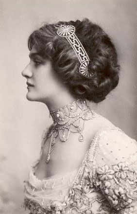 Lily Elsie, One Of the Most Photographed Person at Her Time. Head Band With Rolled, Curly Updo.
