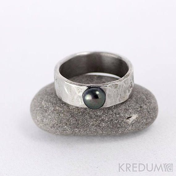 Black Pearl HAMMERED engagement or WEDDING Ring, Stainless steel Womens ring, promise ring, ring for woman, for her, female ring - Draill light with a black pearl  This hand forged ring is made of anti-allergic stainless steel. Hits of hammer are left visible on the surface and smoothly polished. The ring can be matte or shiny. The ring can be made with many small hammer hits or only few large hammer hits - please specify your wishes in your order.