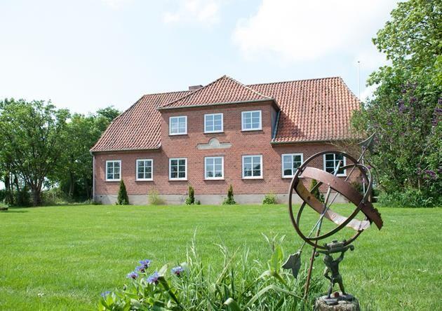 http://www.mikkelsentoftlund.dk/koeb-bolig/bolig.aspx?caseno=LA897