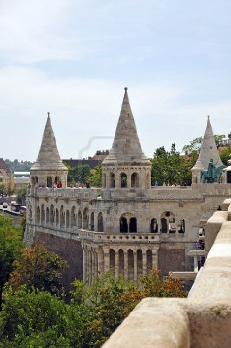e Fisherman s Bastion is one of the most outstanding buildings in Budapest and created from 1899 to 1905 according to the designs of Frigyes Schulek It is located on the Buda side of the city and offers a spectacular view