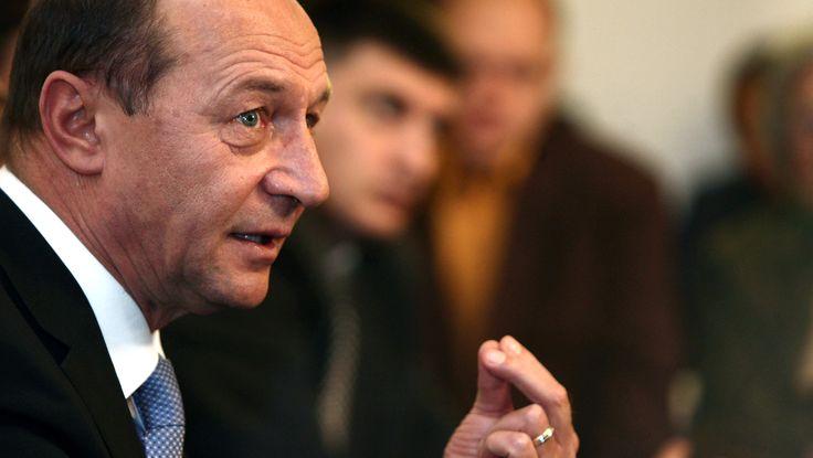 Băsescu, devansat de mulţi politicieni la încrederea populară