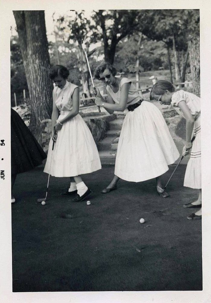(vintage golf photo) early-to-mid 1950s  putt-putt golf was already a big hit; fashion from this golfing era is so dear to my heart.