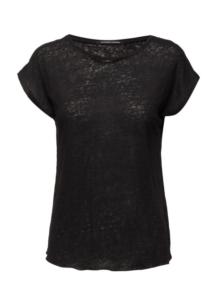DAY - Day Desert-A simplistic t-shirt with a round neck carving. This T-shirt is lovely to wear and is a great basic item to have in any woman's wardrobe.  Relaxed fit Feminine Made from luxurious materials Timeless Linen is naturally lightweight and breathable