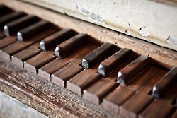 Old piano keys: Covers Book, Old Keys, The Piano, 17Th Century, Piano Keys, Old Piano, Plays, Book Covers, Woods