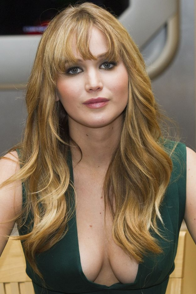 """Jennifer Lawrence """"Hunger Games"""" Book Signing her boobs her face. so pretty"""