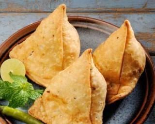 Samossas à l'aubergine et à la mozzarella : http://www.fourchette-et-bikini.fr/recettes/recettes-minceur/samossas-a-laubergine-et-a-la-mozzarella.html
