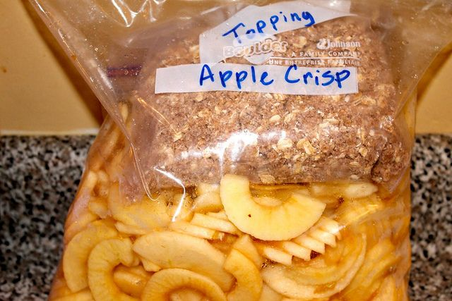 Freezer apple crisp kit for crockpot- a way to use up old apples or when you get a bunch on sale