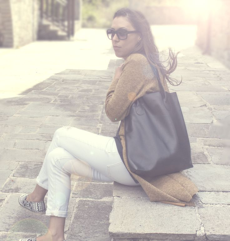Lovely model with lovely bag <3  https://www.etsy.com/listing/245391367/the-essential-tote-in-black-leather-tote