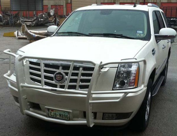 Cadillac escalade with custom painted grille guard by for Garage bmw gard