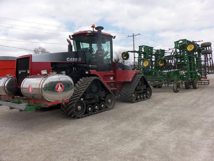 CaseIH Steiger 9370 pulling John Deere 2210 cultivator