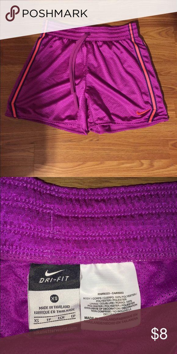 Nike-Shorts Nike-Frauen-Trainingsshorts, 1-mal getragene Nike-Shorts   – My Posh Picks