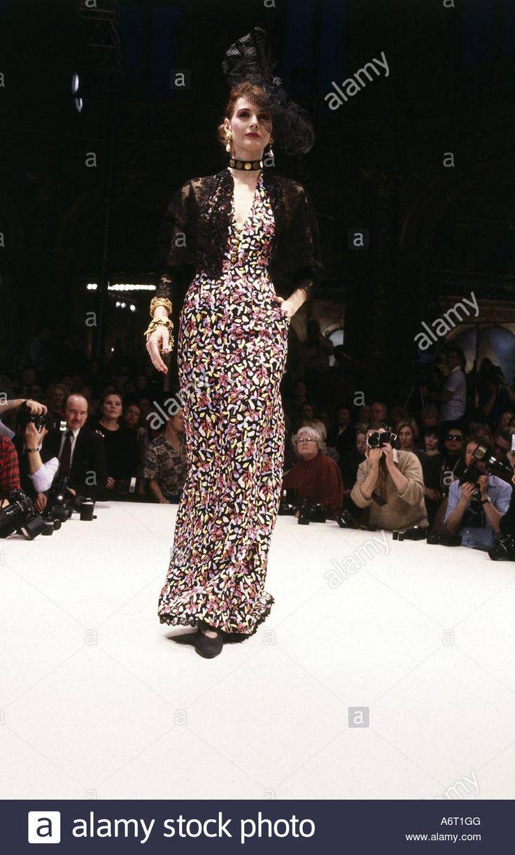 Dieses stockfoto fashion 1980s mannequin full length wearing dress catwalk