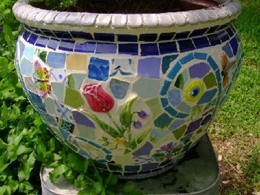 mosaic pot ideaMosaic Pots, Flower Pots, Pots Ideas, Gardens Art, Manda Pandas, Gardens Crafts, Crafts Mosa, Gardens Outdoor, Mosaics Pots