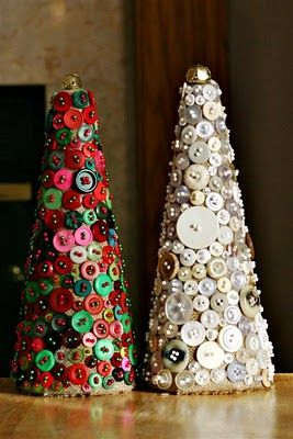 button crafts | Five Things Friday: Christmas Button Crafts | Keepsmeoutofmischief
