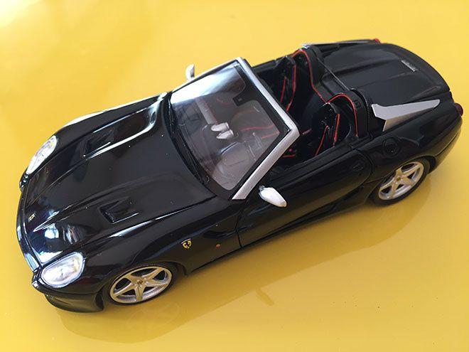 Presentata al Salone dell'Automobile di Parigi la Ferrari SA Aperta è stata prodotta in tiratura limita. 80 esemplari come sono 80 gli anni della Pininfarina