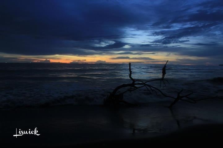 Sunset on the beach puruih Padang, West Sumatra