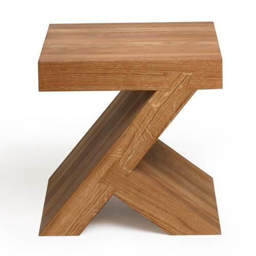 De Gelderland Small Square Bijzettafel is ontworpen door Roderick Vos en geïnspireerd op het Chinese alfabet. De tafel is gemaakt van 7 cm dik, stevig, geolied, massief eikenhout. Het model is verlijmd en met ambachtelijke zwaluwstaart gemonteerd.