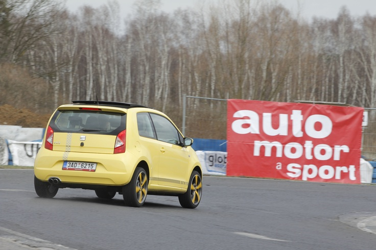 I drobný SEAT Mii na závodním okruhu dokáže pořádně zahřát gumy!