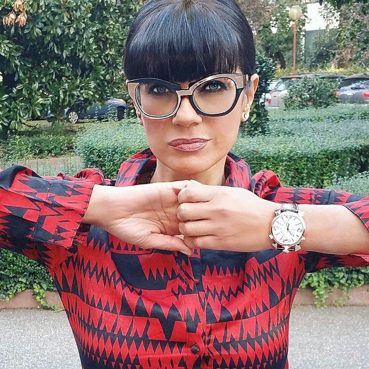 #AnaLauraRibas Ana Laura Ribas: The friendship has no limit! O sei con me, o vai per la tua strada... Grazie Luca Pagni per questi meravigliosi occhiali @lucapagni_eyewear www.lucapagni.it #beautifulglasses #love #eyes #friends #analauraribas #thanks @gaga_milano_japan #watch