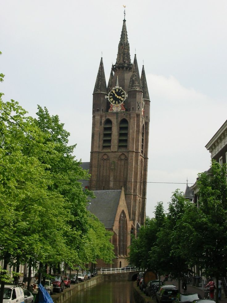 Famous Skew Towers in the World, The church Oude Kerk, the Netherlands | Most Beautiful Pages