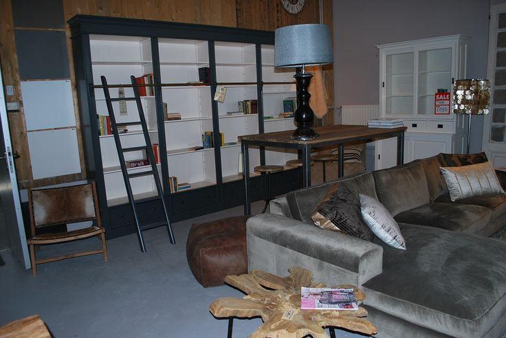 Prachtige 4 meter boekenkast   #boekenkast #meubels #en #meer #meubelsenmeer #amsterdam #zeilstraat #mijdrecht #interieurwinkel #interiorstore #interior #interieur #lampen #kast #ral #bank #bijzettafel
